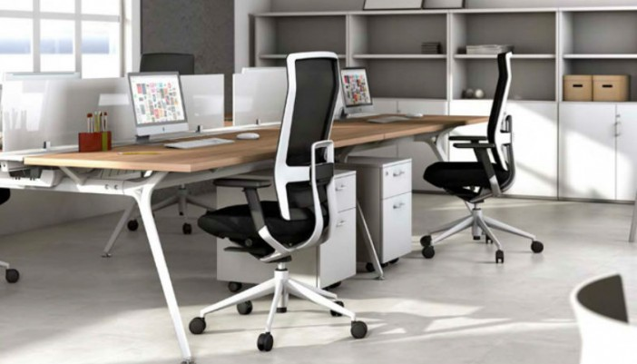Sillas ergon micas para la oficina zenttre for Sillas de oficina ergonomicas