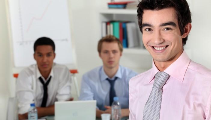 Grandes empresas crean planes de empleo para jóvenes