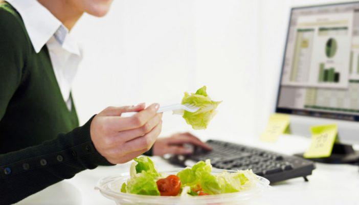 Come sano en la oficina, sobre todo en esta época del año
