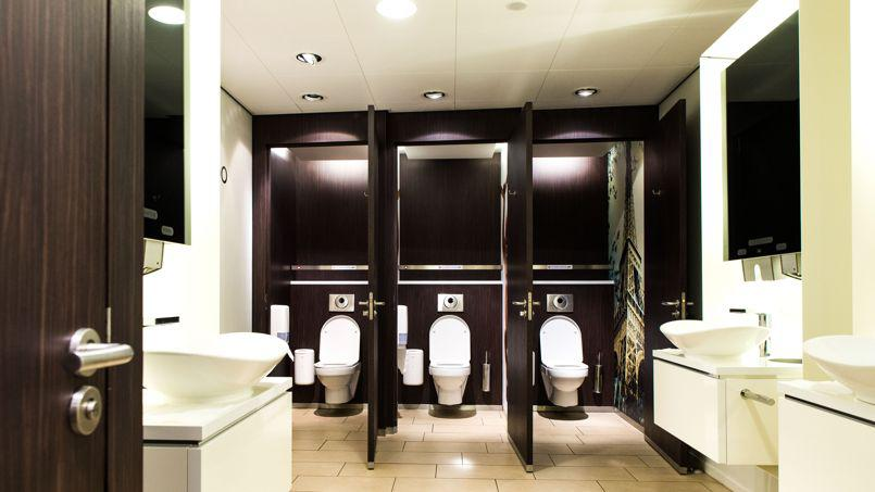 Un baño limpio: lo más solicitado en instalaciones de empresas